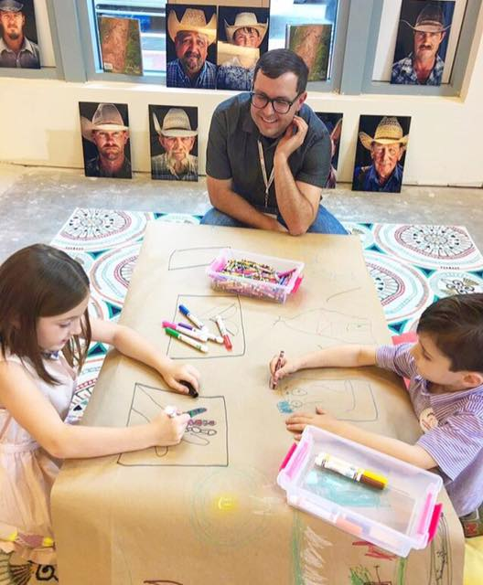 Pop UP Gallery Kids Table